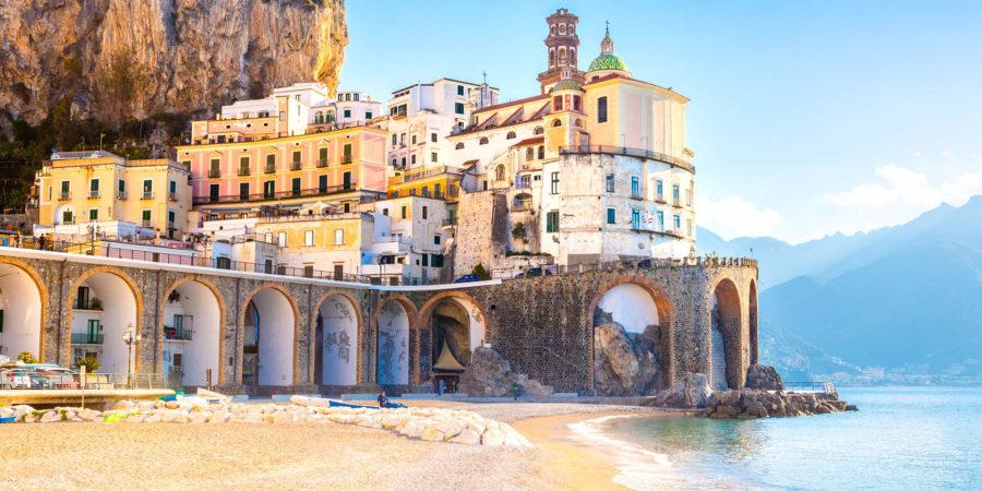 Amanhecer em Amalfi, na Costa Amalfitana, um dos melhores lugares para lua de mel na Itália