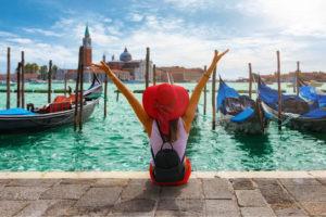 mulher curtindo veneza com viagem personalizada