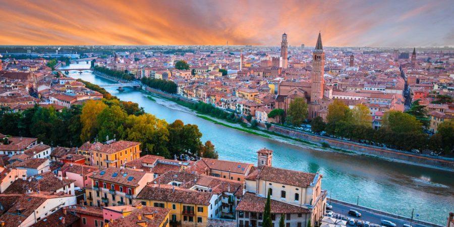 Bela vista aérea da romântica cidade de Verona