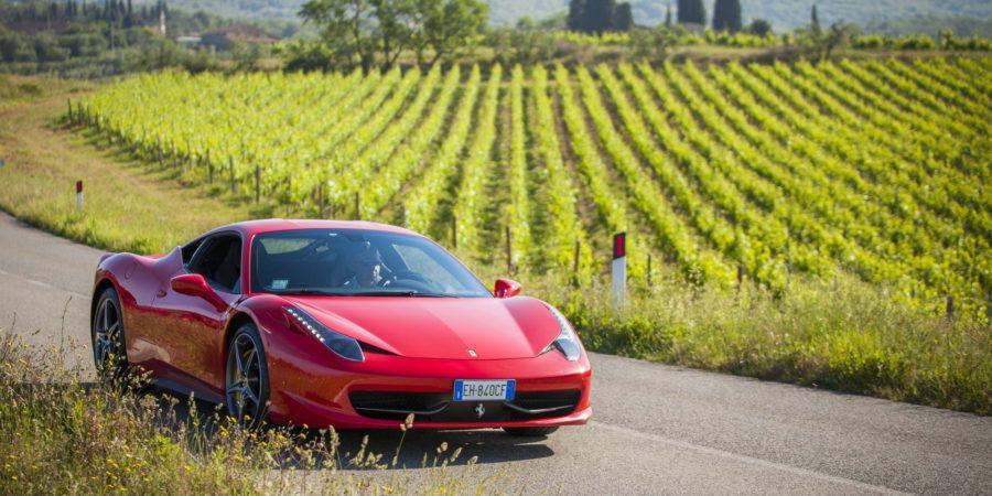 Quanto custa alugar uma Ferrari na Itália para percorrer as estradas da Toscana
