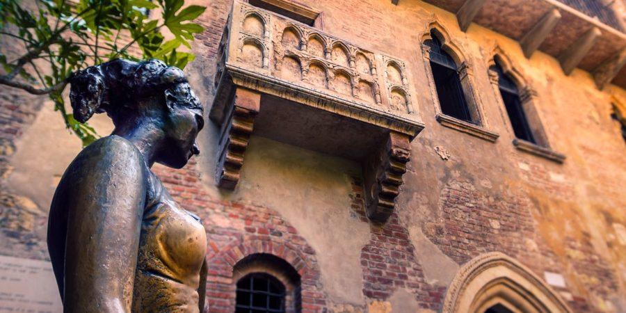Estátua de Giulietta na casa de Giulietta, em Veroma