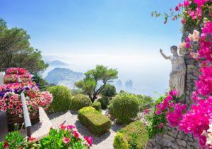 Capri, com seus jardins e vistas do mar a partir do Monte Solaro