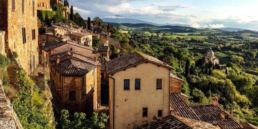 Bela vista da cidade de Montepulciano, um dos lugares para lua de mel na Itália