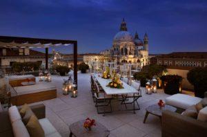 Vista de Veneza à noite no Hotel Gritti Palace