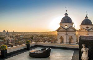 Vista de Roma ao pôr do sol a partir do Hassler, um dos hotéis 5 estrelas na Itália