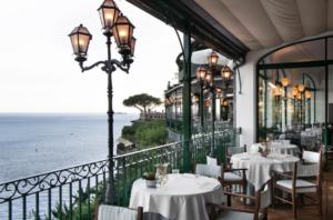 Elegante restaurante Michelin Zass, no Il San Pietro de Positano, um dos hotéis 5 estrelas na Itália