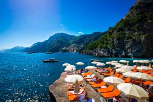 Vista do mar do hotel il san pietro, sem positano, uma das cidades na costa amalfitana