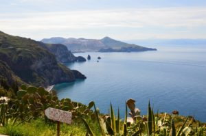 Vista do Mar em Lipari, uma das ilhas Eólias na Sicília