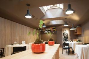 Ambiente descolado e elegante do restaurante Joia em Milão