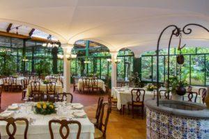 restaurante parruchiano em sorrento, uma dos locais onde comer na costa amalfitana